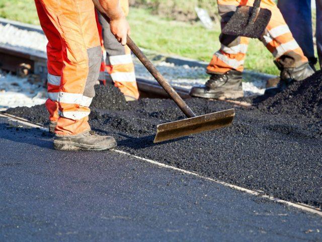 Diverse le competenze per la manutenzione stradale all'interno del comprensorio di Casalpalocco.
